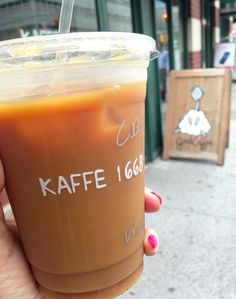 : In NYC, there?s a coffee shop on every corner. So we took the time to find the best iced coffees in NYC. New York Must See, Coffee Beans, Coffee Cups, Nyc Coffee Shop, Best Iced Coffee, How To Order Coffee, Nyc Life, New York City, Recipes