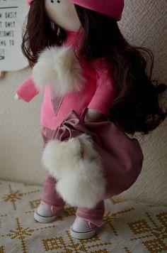 Elena Take hobby: девочка в свитшоте с мороженым
