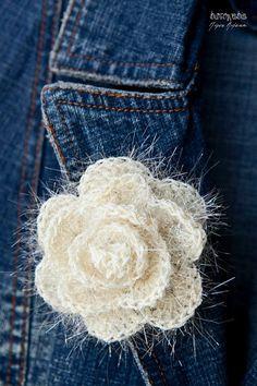 Mousseux fleur crochet crème rose broche / brooch