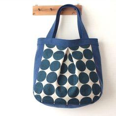 コロンと大きめトートバッグ(デニムブルー) Waxed Canvas, Bag Making, Sewing Crafts, Print Patterns, Diy And Crafts, Applique, Creations, Reusable Tote Bags, Shoulder Bag