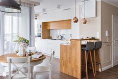 """2,146 Likes, 25 Comments - Homebook.pl (@homebook.pl) on Instagram: """"Mieszkanie w Lublinie, w którym bieli drewno przeplata się ze sobą, a zielona ściana w łazience…"""""""