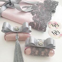 Sevgili.. Banu hanıma özel tasarım hazırlıyor olduğumuz fransız dantel havlu setimiz mis kokulu sabunlarımız eşliğinde kendilerine ulaşmak üzere Antalya__ yolcusu..