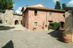 Salvadonica is a delightful Borgo magnificently placed in the green of the Tuscan countryside on one of the hills with breathtaking views halfway between Florence and Siena.