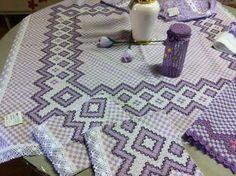 Bordado em tecido xadrez - Toalha/Jogo (Detalhes sobre o bordado... Visitar)