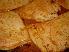 Receita de Bifinhos de Peru com Massa de Pimentão Aqui fica uma receita de bifes de peru muito saborosa! Fácil de fazer e rápida, os miúdos costumam adorar! Receita completa em http://www.receitasja.com/bifinhos-de-peru-com-massa-de-pimentao/