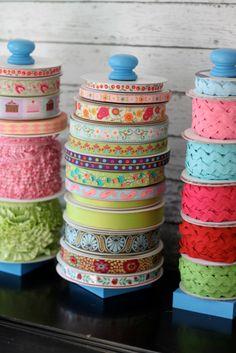 DIY Crafting Hacks - DIY Ribbon Storage - Easy Crafting Ideas for Quick DIY Projects - Awesome Creative, Crafty Ways for Dollar Store, Organizing, Yarn, Scissors and Pom Poms http://diyjoy.com/diy-crafting-hacks
