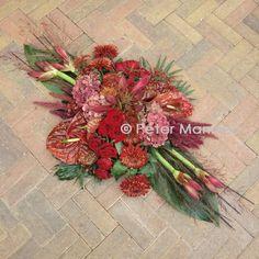 Grave Decorations, Low Centerpieces, Sympathy Flowers, Funeral Flowers, Christen, Ikebana, Floral Arrangements, Christmas Wreaths, Floral Design