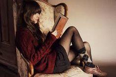 Risultati immagini per tumblr girl reading books