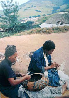 Africa | Beauty and Edna Ngxongo working outside their home near Hlabisa, KwaZulu Natal, South Africa | Image taken from the publication Craft South Africa. Susan Sellschop, Wendy Goldblatt, Doreen Hemp