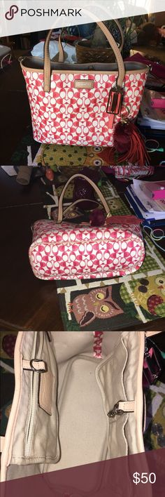 Reposh!! Super cute Coach purse! Super cute small Coach purse! Bought from another posher and it's just to small for me! It's super cute and in great condition! Coach Bags Totes