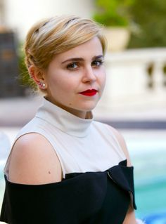 Mae Whitman makeup