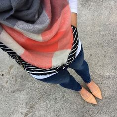 Blanket scarf are perfect for winter and fall! #fallfashion #winterfashion #blanketscarf
