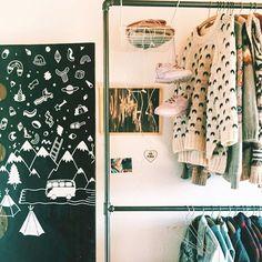 Sweaters off. Shoes up. Summer clothes on. Have a sunny weekend ☀️ #myrackbuddy #sunny #copenhagen #indretning #home #decor #competetion #mystyle #showyourstyle #rackbuddy #rackbuddywildbillelliot #saturday #myhome #boligindretning #soveværelse #summer #peace