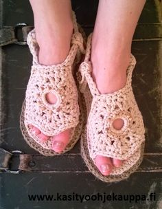 Ihanat- virkatut sandaalit Koppa Patterns mallistosta