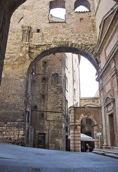 Via Appia Perugia Italy, Umbria Italy, Places Around The World, Around The Worlds, Italian Beauty, Medieval Town, Great Shots, Great Pictures, Barcelona Cathedral
