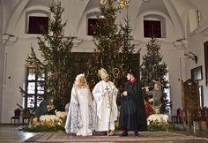 Svätý Mikuláš, anjel a čert v Huňadyho sále Bojnického zámku #bojnice #bojnicecastle #castle #vianoce #christmas #museum magic #mikulas