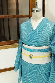 スカイブルーに白のストライプがつくりだすアーティスティックな幾何学パターンがモダンでスタイリッシュな絽の夏着物です。 #kimono