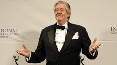 Edward Herrmann dead at age 71 Dec 31 2014  http://www.smh.com.au/entertainment/tv-and-radio/edward-herrmann-star-of-the-gilmore-girls-dead-at-age-71-20150101-12gbu2.html   Picture - in 2011 after presenting an award at the Emmys.  Was in this ep of MASH http://www.imdb.com/title/tt0638324/
