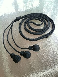 creation, the bola whip, & triple monkeys fists Paracord Tutorial, Paracord Knots, 550 Paracord, Paracord Bracelets, Paracord Braids, Rope Knots, Knot Bracelets, Paracord Projects, Paracord Ideas