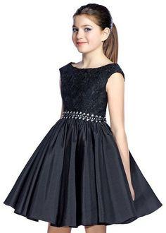 Mezuniyet Elbise Modelleri Siyah Kısa Kolsuz Dantel Güpür Kumaş Beli Taş Kemerli