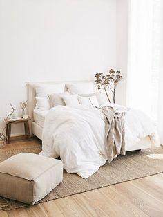 White Bedding In a Bag Bedroom Inspo, Home Bedroom, Bedroom Decor, Bedroom Ideas, Bedrooms, Wall Decor, Quirky Home Decor, Cheap Home Decor, Minimalist Bedroom