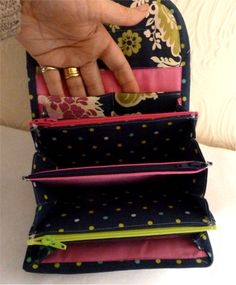 Accordion Purse or Wallet. *PDF INSTANT DOWNLOAD PATTERN*  Great pattern for multi-compartment wallet with card slots.