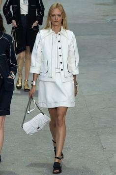 http://www.modahayat.com/coco-chanel-hikayesi-ve-2015-ilkbaharyaz-koleksiyonu/ #coco #chanel #spring #summer #fashion #street #women #model #moda #sokakmodası