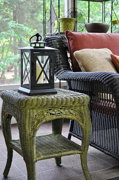 Krylon spray paint in Ivy Leaf..... this looks really pretty! Maybe I'll paint my wicker chair for the porch in this color.