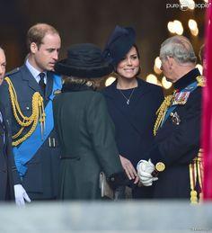 Le prince William, et la duchesse de Cambridge, enceinte, avec le prince Charles et Camilla...