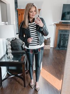 Over 20 spanx leather leggings outfits - from casual to dressy, this post is covering Casual Leggings Outfit, Legging Outfits, Leder Outfits, How To Wear Leggings, Sporty Outfits, Leggings Fashion, Winter Outfits, Summer Outfits, Leggings Mode
