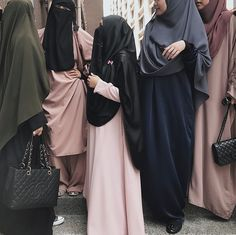 Great catch up. Hijabi Girl, Girl Hijab, Hijab Outfit, Niqab Fashion, Street Hijab Fashion, Muslim Women Fashion, Islamic Fashion, Modest Wear, Modest Outfits