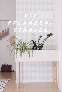 DIY Pflanzenständer aus Holz im skandinavischen Stil selber machen. Basteln mit Holz. DIY Dekoration und Möbel. Urban Jungle.