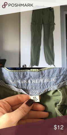 New! Banana Republic cargo pants in green size 6 New! Banana Republic cargo pants in green size 6 Banana Republic Pants Straight Leg