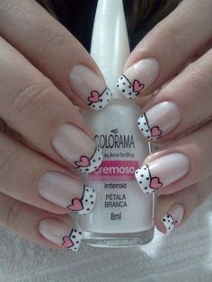 Opting for bright colours or intricate nail art isn't a must anymore. This year, nude nail designs are becoming a trend. Here are some nude nail designs. Fancy Nails, Trendy Nails, Diy Nails, Valentine Nail Art, Cute Nail Art Designs, Pedicure Designs, Pretty Designs, Dot Nail Art, Heart Nail Art