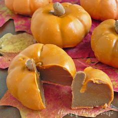 ✿ڿڰۣ Chocolate Caramel Filled Pumpkins make a great snack for Halloween and Thanksgiving.   #halloween #thanksgiving #food