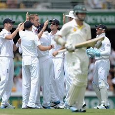 England celebrates as Chris Rogers departs in the second innings - Stuart Broad of England celebrates with teammates after dismissing Chris Rogers of Australia during day three of the first Ashes Test match between Australia and England at The Gabba on November 23, 2013 in Brisbane, Australia. Getty Images: Gareth Copley