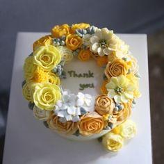 ㅡ 2년만에 교정반수업오신분의 고운작품이었다. . .  B course. student work  #flower #cake #flowercake #rose #birthday #bouquet #wilton #wiltoncakes #rununculus #wreath #weddingcake #케이크 #꽃스타그램 #작약 #플라워케익클래스 #웨딩케이크 #베이킹클래스 #생일케익 #플라워케이크 #리스 #케익스타그램 #러넌큘러스 #작약 #수케이크 #ケーキ #花 #蛋糕 #花蛋糕  www.soocake.com vkscl_energy@naver.com