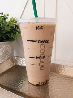 Copycat Starbucks Iced Caramel Macchiato A recipe on how to make your favorite iced drink Comida Do Starbucks, Bebidas Do Starbucks, Healthy Starbucks Drinks, Secret Starbucks Drinks, Iced Coffee Drinks, Coffee Drink Recipes, Starbucks Iced Coffee, Yummy Drinks, Iced Americano Starbucks