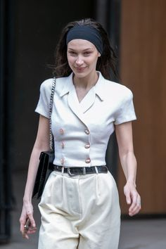 Not since the days of Blair Waldorf have headbands been on the collective conscious, but leave it to Bella Hadid to bring the trend roaring back. Bella Gigi Hadid, Bella Hadid Outfits, Bella Hadid Style, Bella Hadid Hair, Model Outfits, Cute Outfits, 90s Fashion, Fashion Outfits, Tokyo Fashion