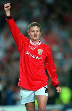 MAY 1999 UEFA Champions League Final Barcelona Spain Manchester United 2 v Bayern Munich 1 Manchester United's Ole Gunnar Solskjaer celebrates. Manchester United Fans, Man Utd Squad, All Star, Match Of The Day, Premier League Champions, Best Football Team, Football Players, Football Icon, Retro Football