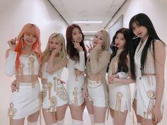Kpop Girl Groups, Korean Girl Groups, Kpop Girls, Rapper, Doja Cat, Fandom, Yuehua Entertainment, Twitter Update, Kpop Outfits
