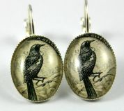 Silver Plated Tui earring with French hook. These earrings use images from the 1935 pictorial postage stamps. This beautiful range of New Zealand Stamps features many iconic New Zealand images. Amongst them is this lovely etching of a Tui. The earrings are presented on a secure card that details ...