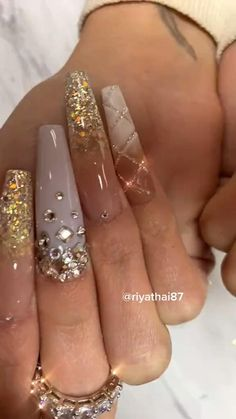 Burgundy Acrylic Nails, Long Square Acrylic Nails, Bling Acrylic Nails, Rhinestone Nails, Bling Nails, Champagne Nails, Wow Nails, Nails Design With Rhinestones, Diamond Nails