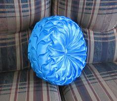 Canadian smocked round cushion DIY.