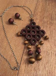 Halsband och örhängen Aarikka Finland Marimekko, Wooden Jewelry, Finland, Oc, Pendant Necklace, Retro, Vintage, Design, Women