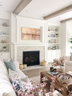 Home Decor Habitacion .Home Decor Habitacion Fireplace Built Ins, Home Fireplace, Living Room With Fireplace, Fireplace Design, Home Living Room, Living Room Designs, Living Spaces, Small Living, Fireplace Ideas