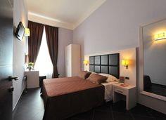 TREVI FOUNTAIN Area:  Cenci B&B - Vicolo Scavolino 61, Trevi, Rome