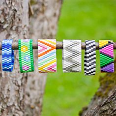 How to make perler bead bracelets. Many different designs and links to tutorials. In Swedish and English.