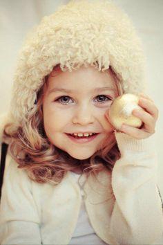 Romania Cute Kids, Cute Babies, Child Smile, Girls Rules, Hair Accessories For Women, Happy Kids, Little People, Beautiful Children, Romania