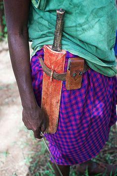 In bush villages Maasai mainly dress with cotton sheets (Shúkà in Maasai… Making Clothes, How To Make Clothes, Tanzania, Kenya, Maasai People, Rift Valley, Great Warriors, Men Wear, Cotton Sheets